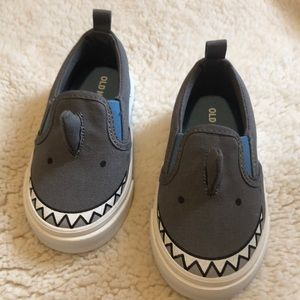NEW WO 🏷 shark 🦈 shoes for toddler